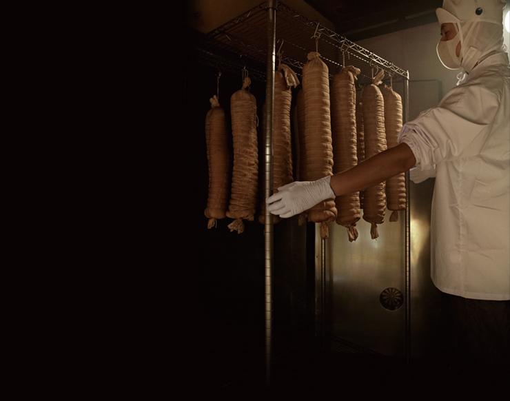 長期氷温熟成でお肉の旨みを最大限に引き出したこだわりの製法でつくるロースハムは他では味わうこのできない美味しさ