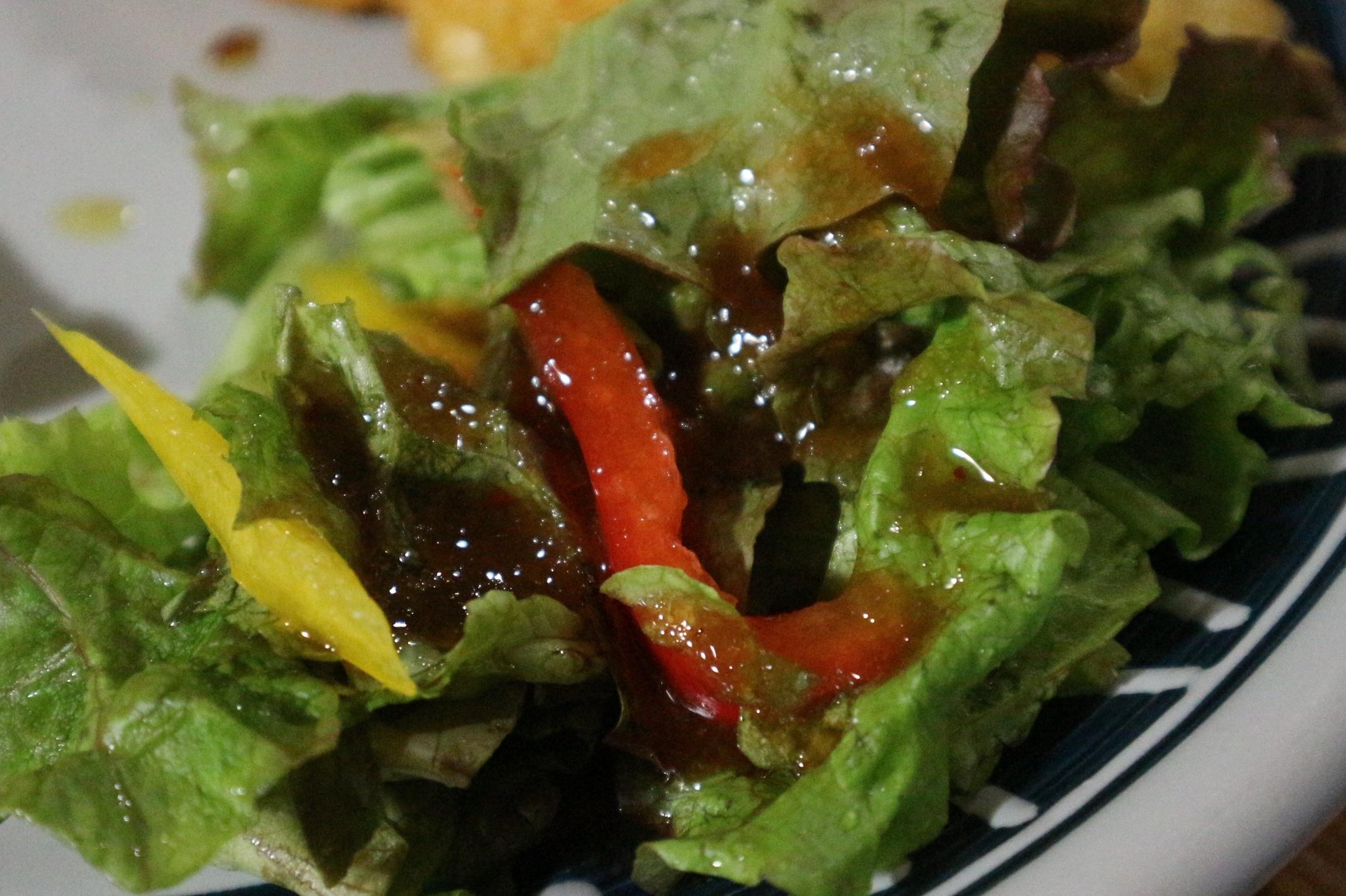 旨みがたっぷりの北海道タマネギドレッシングで、野菜サラダが美味しく食べられます。