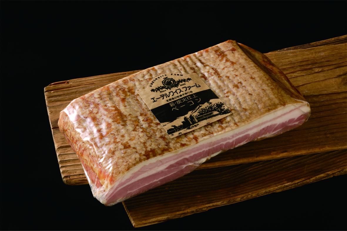 食品のミシュランと呼ばれる世界的品評会で、3つ星を獲得した薪・炭火仕上げベーコンブロック